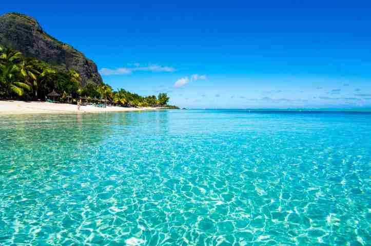 The-crystal-clear-waters-of-Le-Morne-Mauritius